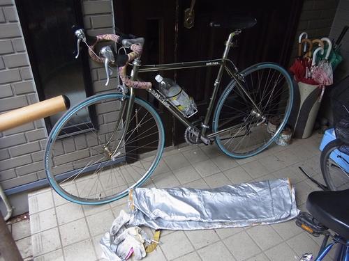 自転車を輪行袋に積める