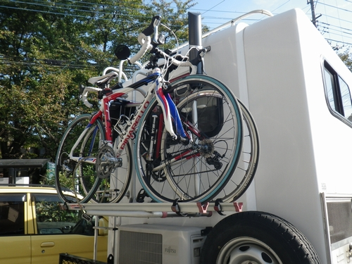自転車を車に積む